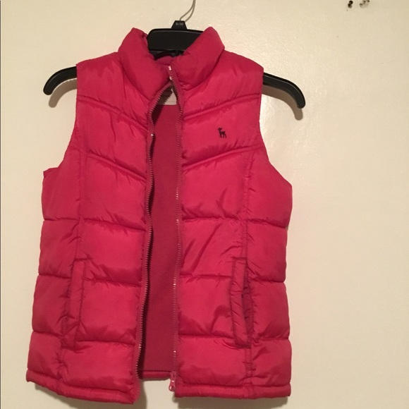 NWT Old Navy Quilted Frost Free Puffer Vest Outerwear Navy Red Green Boys 4T 5T